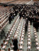 I parroci di Roma arrivano per l'incontro con Papa Benedetto XVI in aula Paolo VI, Citta' del Vaticano, 14 febbraio 2013. Il Pontefice lascera' il Papato il prossimo 28 febbraio..Rome's parish priests arrive for their meeting with Pope Benedict XVI at the Paul VI hall, Vatican, 14 February 2013. The Pontiff will leave the papacy on next 28 February..UPDATE IMAGES PRESS/Riccardo De Luca -STRICTLY FOR EDITORIAL USE ONLY-