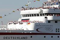 HAMBURGO, ALEMANHA, 15 AGOSTO 2012 - JOGOS OLIMPICOS - Atletas da Alemanha, retornam ao seu pais apos a disputa dos Jogos Olimpicos em Londres, vista do transatlantico MS Deutschland em Hamburgo na Alemanha, nesta quarta-feira, 15. (FOTO:  ANDRE LATENDORF / PIXATHLON / BRAZIL PHOTO PRESS).