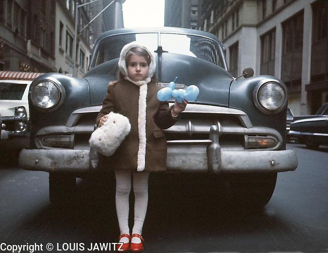 sabra 1952 Chevrolet NYC balloons sunday dress