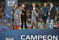 BOGOTA - COLOMBIA, 28-01-2018: Jugadores del América reciben las medallas como subcampeones después del encuentro entre Independiente Santa Fe y América de Cali por la final del Torneo Fox Sports 2018 jugado en el estadio Nemesio Camacho El Campin de la ciudad de Bogotá. / Players of America receive thje medals assubchampions after the match between Independiente Santa Fe and America de Cali for the final of the Fox Sports  Tournament 2018 played at Nemesio Camacho El Campin Stadium in Bogota city. Photo: VizzorImage / Gabriel Aponte / Staff.