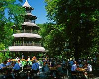 Deutschland, Bayern, Oberbayern, Muenchen: Biergarten am Chinesischen Turm im Englischen Garten | Germany, Bavaria, Upper Bavaria, Munich: Beer Garden with the Chinese Tower at the English Garden