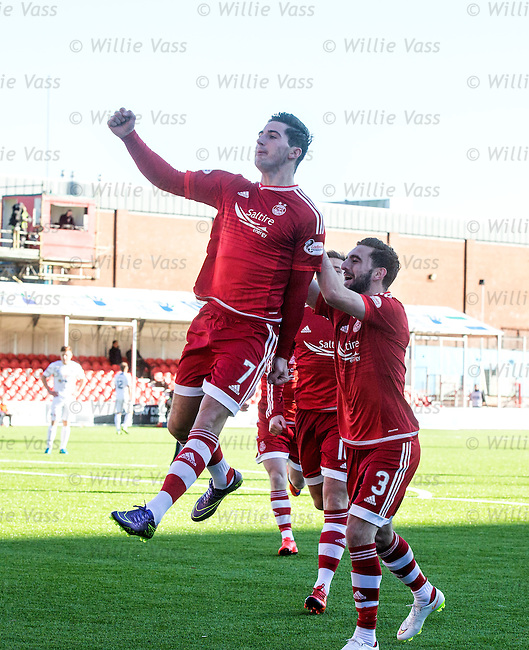Kenny McLean celebrates his goal for Aberdeen