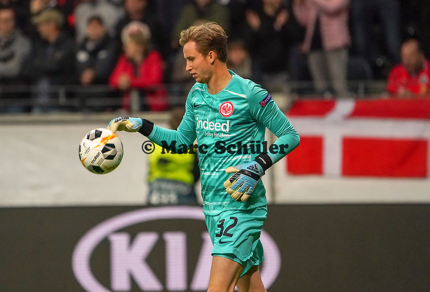 Torwart Frederik Rönnow (Eintracht Frankfurt) - 24.10.2019:  Eintracht Frankfurt vs. Standard Lüttich, UEFA Europa League, Gruppenphase, Commerzbank Arena<br /> DISCLAIMER: DFL regulations prohibit any use of photographs as image sequences and/or quasi-video.