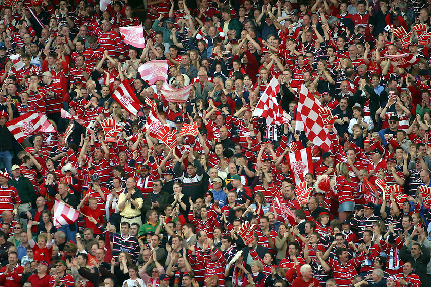Photo. Jo Caird.Gloucester v Northampton Saints. Powergen Cup Final. 05/04/2003.Gloucester fans