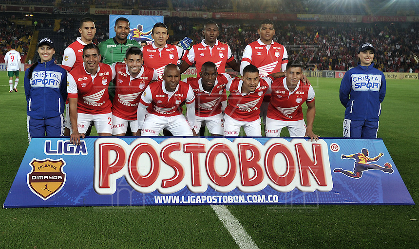 BOGOTA- COLOMBIA -04 -02-2014: Los jugadores de Independiente Santa Fe posan para una foto durante partido de la tercera fecha de la Liga Postobon I 2014, jugado en el Nemesio Camacho El Campin de la ciudad de Bogota. / The players of Independiente Santa Fe pose for a photo during a match for the third date of the Liga Postobon I 2014 at the Nemesio Camacho El Campin Stadium in Bogoto city. Photo: VizzorImage  / Luis Ramirez / Staff