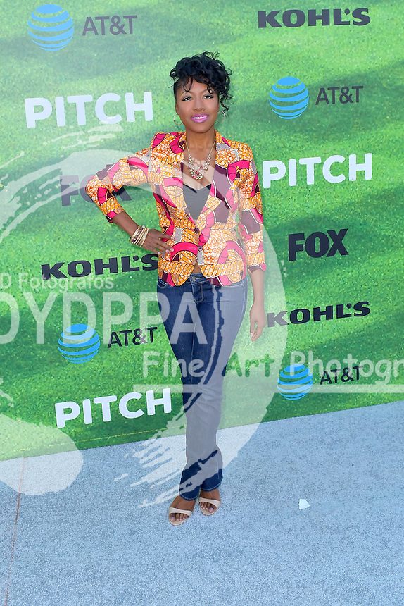 Gabrielle Dennis bei der Premiere der FOX TV-Serie 'Pitch' auf dem West LA Little League Field. Los Angeles, 13.09.2016