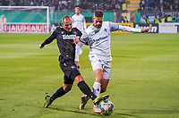 Tobias Kempe (SV Darmstadt 98) gegen Manuel Stiefler (Karlsruher SC) - 29.10.2019: SV Darmstadt 98 vs. Karlsruher SC, Stadion am Boellenfalltor, 2. Runde DFB-Pokal<br /> DISCLAIMER: <br /> DFL regulations prohibit any use of photographs as image sequences and/or quasi-video.