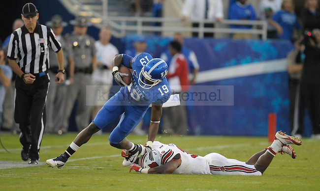 E.J. Fields running after a catch during the first half of the University of Kentucky football game against Louisville at Commonwealth Stadium in Lexington, Ky., on 9/17/11. UK trailed the game 10-14 at half. Photo by Mike Weaver | Staff