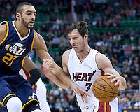 Dec 1, 2016; Salt Lake City, UT, USA; Miami Heat guard Goran Dragic (7) drives to the basket against Utah Jazz center Rudy Gobert (27) <br /> Foto Panoramic/Insidefoto ITALY ONLY