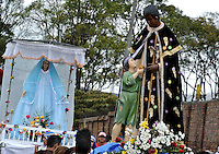 BOGOTÁ -COLOMBIA. 20-04-2014. Procesion de Resurreción de Jesucristo en el barrio el Campín de Bogotá. Esta celebración también llamada Domingo de Pascua marca el final de la semana santa para los cristianos./ Procession of Resurrection of Jesus Christ at El Campin neighborhood in Bogota. This clebration also called Easter Sunday marks the end of Easter Week to the Christians.  Photo: VizzorImage/ Gabriel Aponte / Staff