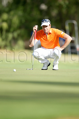 28.02.2016. Perth, Australia. ISPS HANDA Perth International Golf. Brett Rumford (AUS) lines up his putt on the 17th green during his last round.