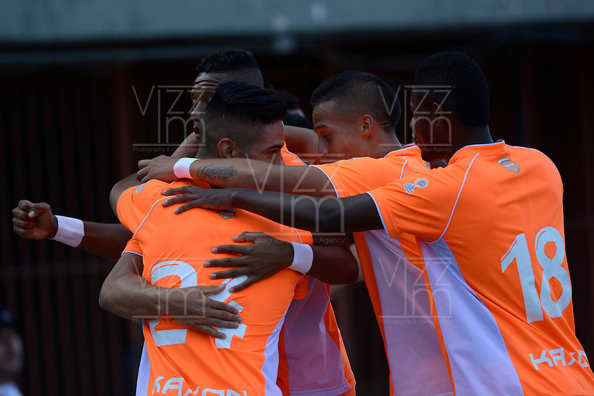 ENVIGADO - COLOMBIA -31 -07-2016: Los jugadores de Envigado FC celebran el gol anotado Deportivo Pasto, durante partido entre Envigado FC y Deportivo Pasto, partido por la fecha 6 de la Liga Aguila II 2016, jugado en el estadio Polideportivo Sur de la ciudad de Envigado. / The players of Envigado FC celebrate a scored goal to Atletico Nacional during a match between Envigado FC and Deportivo Pasto, for the date 6 between for the Liga Aguila II 2016 at the Polideportivo Sur stadium in Envigado city. Photo: VizzorImage. / Leon Monsalve / Cont.