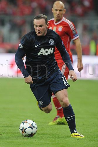 09.04.2014. Munich, Germany, Allianz Arena. UEFA Champions league quarterfinal, second leg. Bayern Munich versus Manchester United. Wayne Rooney (Manchester United)beats Arjen Robben (FC Bayern Muenchen)
