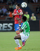 MEDELLÍN -COLOMBIA-11-03-2014. Oscar Murillo (Der) de Atlético Nacional de Colombia disputa el balon con Victor Dorrego (Izq) de Nacional de Uruguay durante el partido de la segunda fase, grupo 6 de la Copa Libertadores de América en el estadio Atanasio Girardot en Medellín, Colombia./ Oscar Murillo (R) player of Atletico Nacional of Colombia battles for the ball with Victor Dorrego (L) of Nacional of Uruguay during macth of the second phase, group 6 of the Copa Libertadores championship played at Atanasio Girardot stadium in Medellin, Colombia. Photo: VizzorImage/ Luis Ríos /STR
