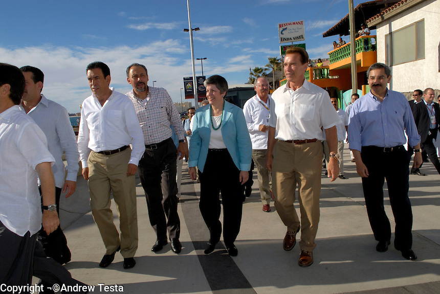 Mexico. Puerto Penasco.27th September 2007.Governor Janet Napolitano and Arnold Shwarzernegger join the other Governors in the inaugural ceremony at Governors Plaza in Puerto Penasco..© Andrew Testa/Panos for Newsweek