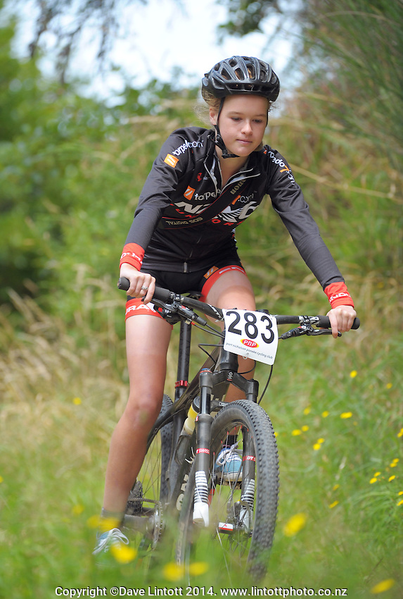 Jessica Manchester in action during the first round of the 2014 New Zealand National Cross-country Mountainbiking Championships at Mount Victoria, Wellington, New Zealand on Sunday, 19 January 2014. Photo: Dave Lintott / lintottphoto.co.nz