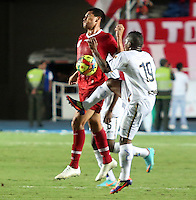 CALI -COLOMBIA-26-12-2012. Jaime Córdoba (i) del América de Cali disputa el balón con J Montaño (d) del Depor FC durante partido de la fecha 13 del Torneo Postobón I-2013 en el estadio Pacual Guerrero./ Jaime Cordoba (l) of America de Cali fights for the ball with J Montaño (r) Depor FC during match of the 13th date of Postobon Tournament I-2013 at Pascual Guerrero stadium. Photo: VizzorImage/Juan C. Quintero/STR