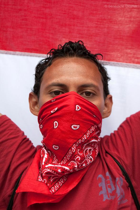 7 July 2009 - Tegucigalpa, Honduras  Supporters of ousted Honduran President Manuel Zelaya during a march in Tegucigalpa, capital of Honduras. Photo credit: Benedicte Desrus