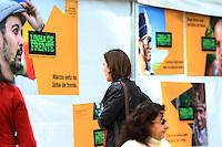 CURITIBA, PR, 16.06.2014 -  MANIFESTAÇÃO / CURITIBA -  Acontece na tarde desta segunda-feira (16), na Boca Maldita, centro de Curitiba, uma manifestação contra a homofobia. O protesto aproveita a presença de jogos de países onde os direitos LGTB não são respeitados ou são até perseguidos. Manifestação é promovida pelo  Grupo Dignidade e outras entidades e associações de defesa dos direitos de gays, lésbicas, trevestis, transexuais e transgêneros. (Foto: Paulo Lisboa / Brazil Photo Press)