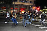 RIO DE JANEIRO,RJ,30.08.2013- BLACK BLOC FAZ PROTESTO NO CENTRO DO RIO: Os manifestantes do Black Bloc fizeram um protesto nas ruas do Centro do Rio nesta noite e deixou o trânsito completamente parado na Avenida Presidente Vargas. O grupo caminhou da Cinelândia até a Prefeitura do Rio e depois voltaram e foram para a Lapa, onde ocuparam as escadarias do Selaron. Oprotesto aconteceu pacíficamente e a pm acompanhou o grupo. (Foto: Sandrovox / Brazil Photo Press).