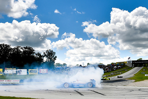 Verizon IndyCar Series<br /> Kohler Grand Prix<br /> Road America, Elkhart Lake, WI USA<br /> Sunday 25 June 2017<br /> Scott Dixon, Chip Ganassi Racing Teams Honda celebrates the win with a burn out<br /> World Copyright: Scott R LePage<br /> LAT Images<br /> ref: Digital Image lepage-170625-ra-111