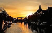 Zonsopgang in het centrum van Leiden