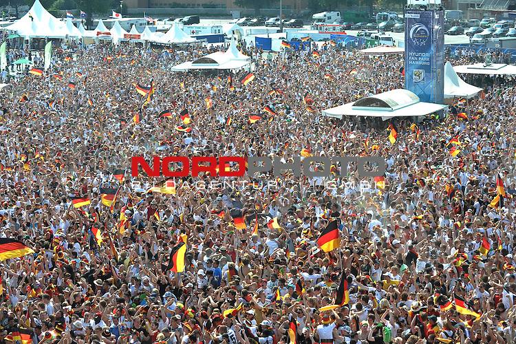 03.07.2010, Hyundai Fan Park, Hamburg, GER, FIFA Worldcup, Puplic Viewing Deutschland vs Argentinien  im Bild Fans mit Deutschland-Outfit beim Zuschauen vor der Tribuene jubeln ueber das 1-0 fuer Deuschland<br /> Foto &copy;  nph /  Witke