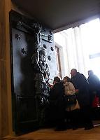 Fedeli varcano la Porta Santa della Basilica di San Giovanni in Laterano, al termine della messa celebrata da Papa Francesco, a Roma, 13 dicembre 2015.<br /> Faithful pass the Holy Door of St. John Lateran's Basilica, at the end of a mass celebrates by Pope Francis on the occasion of is opening, in Rome, 13 December 2015.<br /> UPDATE IMAGES PRESS/Isabella Bonotto<br /> <br /> STRICTLY ONLY FOR EDITORIAL USE