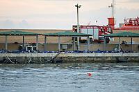 Le salme di alcune delle oltre 300 vittime del naufragio avvenuto a Lampedusa, giacciono nel porto dell'isola in attesa di essere trasferite nell'hangar dell'aeroporto.