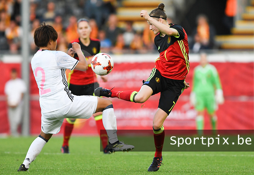 20170613 - LEUVEN ,  BELGIUM : Belgian Elke Van Gorp (r) pictured controlling the ball in front of Japanese Hikari Takagi (left) during the friendly female soccer game between the Belgian Red Flames and JAPAN , a friendly game in the preparation for the European Championship in The Netherlands 2017  , Tuesday 13 th June 2017 at Stadion Den Dreef  in Leuven , Belgium. PHOTO SPORTPIX.BE | DAVID CATRY