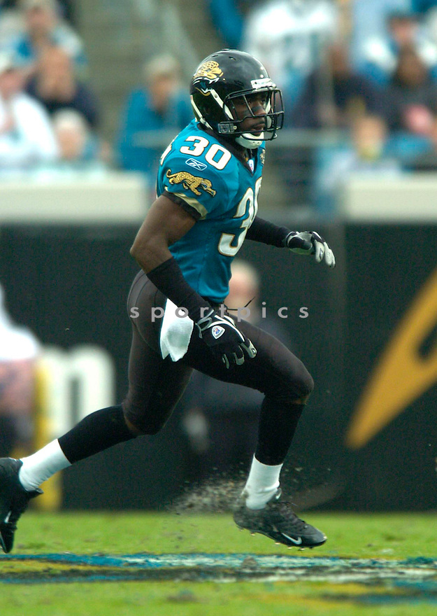 Dewayne Washington during the Jacksonville Jaguars v. Detroit Lions game on November 14, 2004...Jaguars win 23-17..David Durochik / SportPics