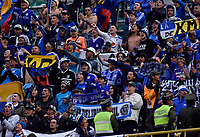 LA PAZ- BOLIVIA, 20-02-2020: Hinchas de Millonarios animan a su equipo durante partido entre Club Always Ready (BOL) y Millonarios (COL) por la Copa Conmebol Sudamericana 2020, jugado en el estadio Hernando Siles de la ciudad de La Paz. / Fans of Millonarios cheer for their team during a match between Club Always Ready (BOL) and Millonarios (COL), for the Copa Conmebol Sudamericana 2020 at the Hernando Siles stadium in La Paz city. / Photo: VizzorImage / Daniel Miranda / Agencia de Prensa Grafica / Cont.
