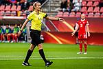 25.07.2017, Stadion Galgenwaard, Utrecht, NLD, Tilburg, UEFA Women's Euro 2017, Russland (RUS) vs Deutschland (GER), <br /> <br /> im Bild | picture shows<br /> Schiedsrichterin Monika Mularczyk (POL) zeigt auf den Elfmeterpunkt für die DFB Elf, <br /> <br /> Foto © nordphoto / Rauch