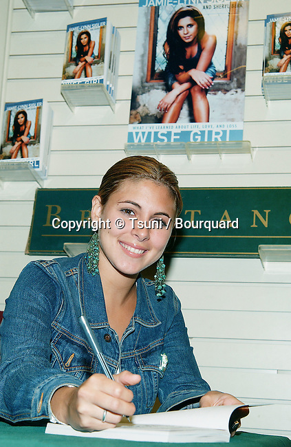 """Jamie Lynn Sigler from the Soprano was signing her book """"Wise Girl"""". A book about her experence and battle about eating disorder. She is the spokesperson for the National Eating Disorders Association. August 14, 2002.           -            SiglerJamieLynn_BookSign11.jpg"""