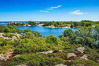 Grönskande öar vid Norrpada i Stockholms  ytterskärgård.