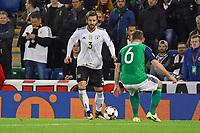 Marvin Plattenhardt (Deutschland Germany) gegen Lee Hodson (Nordirland, Northern Ireland) - 05.10.2017: Nordirland vs. Deutschland, WM-Qualifikation Spiel 9, Windsor Park Belfast