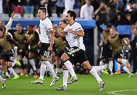 FUSSBALL EURO 2016 VIERTELFINALE IN BORDEAUX Deutschland - Italien      02.07.2016 Julian Draxler und Mats Hummels (v.l., beide Deutschland) jubeln nach dem Abpfiff