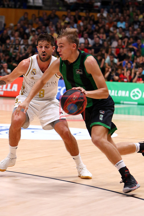 Liga ENDESA 2019/2020. Game: 01.<br /> Club Joventut Badalona vs Real Madrid: 69-88.<br /> Nico Laprovittola vs Arturs Zagars.