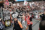 14.04.2018, BayArena, Leverkusen , GER, 1.FBL., Bayer 04 Leverkusen vs. Eintracht Frankfurt<br /> im Bild / picture shows: <br /> die Mannschaft von Frankfurt verschenkt ihre Trikots an die Fans<br /> <br /> <br /> Foto &copy; nordphoto / Meuter