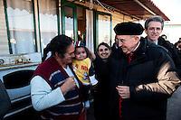 S. Em. il Cardinale Agostino Vallini visita il campo nomadi di via di Salone