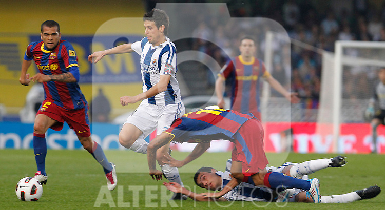 Real Sociedad's Daniel Estrada (d) and Mikel Aranburu (c) and FC Barcelona's Daniel Alves (l) and Jeffren Suarez (c) during La Liga match.April 30 ,2011. (ALTERPHOTOS/Acero)