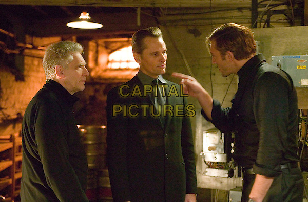 DAVID CRONENBERG (DIRECTOR), VIGGO MORTENSEN & VINCENT CASSEL.on the set of Eastern Promises .**Editorial Use Only**.CAP/FB.Supplied by Capital Pictures
