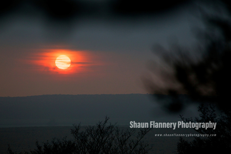 Pix: Shaun Flannery/shaunflanneryphotography.com..COPYRIGHT PICTURE>>SHAUN FLANNERY>01302-570814>>07778315553>>..31st January 2011.............Winter sunset in the Peak District.