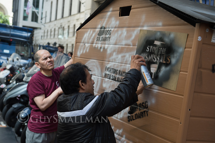 Sacked cleaner Juan Cantos begins a hunger strike outside 100 Wood street in the City of London. He and members of the United Voices of the World trade union are on strike against low pay and victimisation. The Blacklist Support Group atteneded and built him a hut to shelter him during his protest. 4-7-16