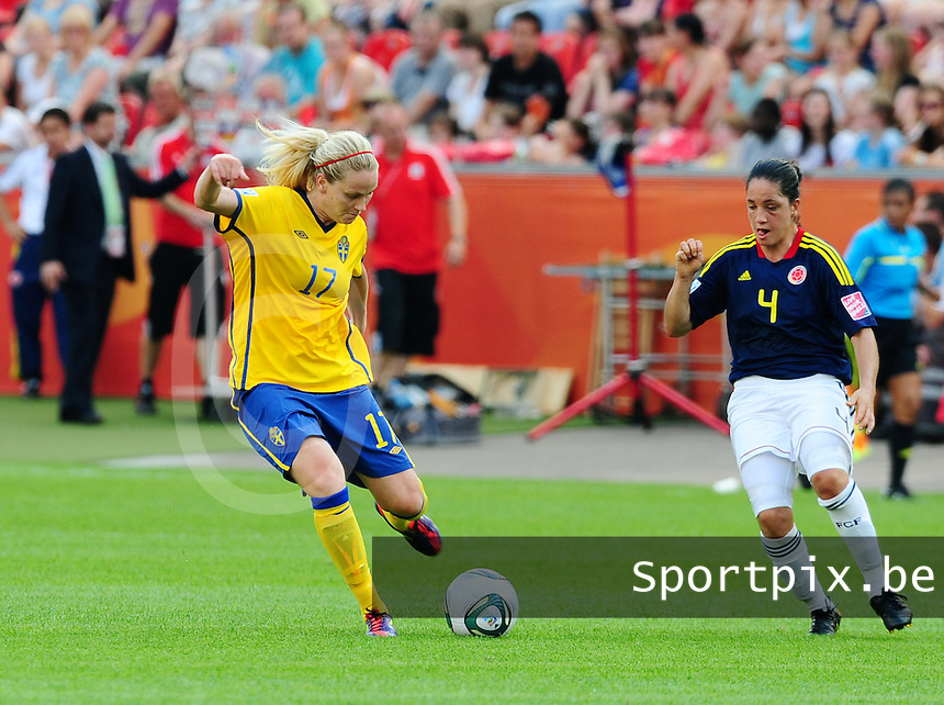 Fifa Women's World Cup Germany 2011 : Colombia - Sweden at Bayarena Leverkusen : Lisa Dahlkvist met het schot voor Diana Ospina.foto DAVID CATRY / Vrouwenteam.be