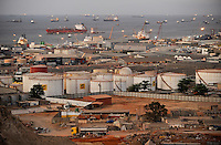 ANGOLA Luanda by night , harbour and anchorage, in front oil tanks of Sonangol the national oil company, Angola is paying back crude oil for loans from CIF China International Fund for infrastructure projeks  / ANGOLA Luanda, Reede und Hafen von Luanda, Oeltanks der staatlichen Oelgesellschaft Sonangol, Angola zahlt Erdoel fuer chinesische Infrastrukturprojekte finanziert durch CIF China International Fund