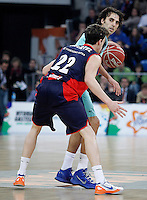 Caja Laboral Baskonia's Thomas Heurtel (b) and FC Barcelona Regal's Victor Sada during Spanish Basketball King's Cup semifinal match.February 07,2013. (ALTERPHOTOS/Acero) /NortePhoto