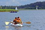 Węgorzewo, 2008-07-10. Miłośnicy sportów wodnych na  Jeziorze Święcajty.