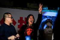 &quot;Longhair&quot; le militant sans doute le plus c&eacute;l&eacute;bre parmi les sociaux d&eacute;mocrates de Hong-kong, connu pour ses positons intransigeantes qui l'&eacute;loignent parfois des autres membres des partis d&eacute;mocratiques. Admirateur de Che Guevara il milite surtout pour les droits des travailleurs et la d&eacute;mocratie pleine et enti&egrave;re mais n'a pas h&eacute;sit&eacute; &agrave; soutenir les nationalistes au sujet des iles Diaoyus en 2012.<br /> <br /> <br /> **********************<br /> Leung Kwok-hung, said &quot;Longhair&quot; member of the League of Social Democrats is calling for &quot;the power to the people now !&quot; during the rally at Chater Garden near the Legco (Legislative council) in Hong-kong. He is one of the five members who have resigned Tuesday 26 to trigger elections and a referendum about democracy. -Hong Kong, China- 27 January 2010.
