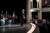 Portsmouth, New Hampshire.January 24, 2004.USA..General Wesley Clark campaigns in a Music Hall in Portsmouth for the Democratic Presidenial Primary.